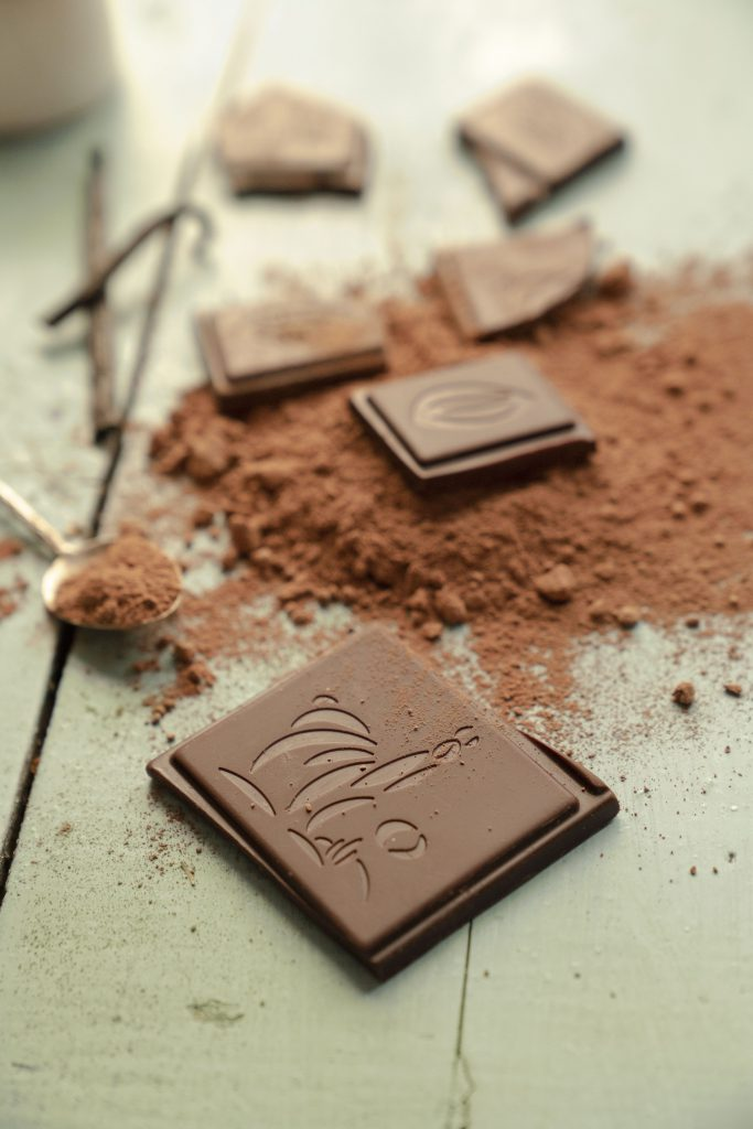 Organska čokolada kocke i buter
